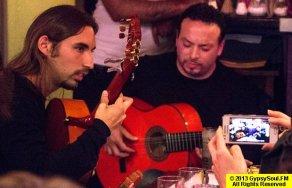 "Skaya et Kema, Soliste du groupe ""Chico & the Gipsies"""